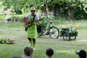 Olivier le petit jardinier en spectacle